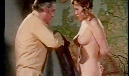 Kleine Titten Hottie bekommt ihre Titten freie pornos hd & Muschi gehänselt