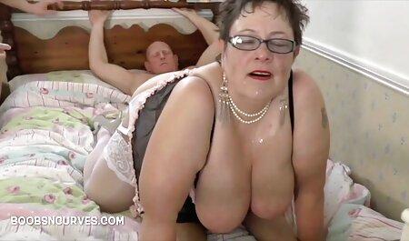 Cali Hayes masturbiert und spielt mit brazzers free pornos einem Spielzeug auf einem Sitzsack.