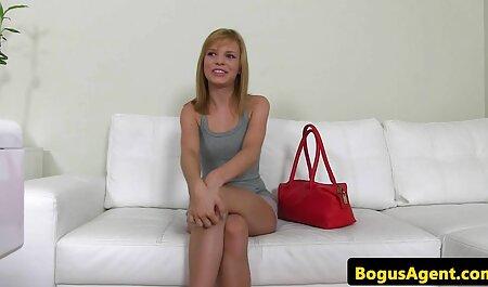 Blondes hd fickfilme Mädchen im Swinsuit spielen