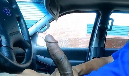 Schlankes schwarzes Babe saugt an einem gratis hd porno großen Schwanz