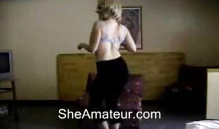 Nettes junges Vintage Porno Schwanzlutschen Mädchen wird in ihre enge pornofilme in hd kostenlos Muschi gefickt