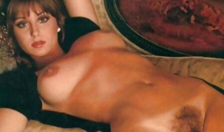 Blonde beugte sich über das Auto, das gratis sexfilme hd in ihrer heißen Fotze lag